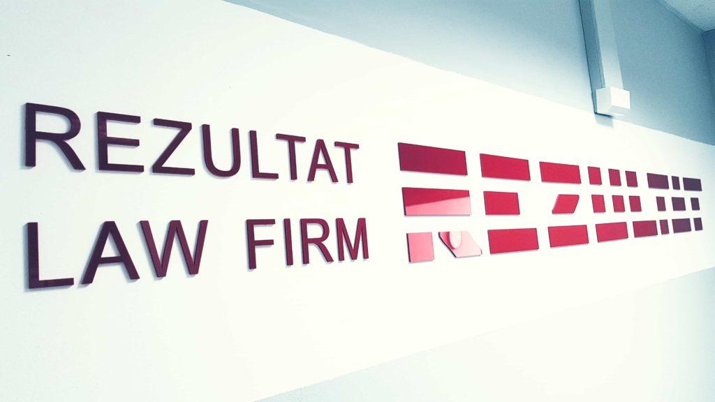 logo rezultat law firm on the wall
